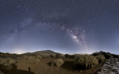 Izaña Observatories, Milky Way and the Moon over Teide