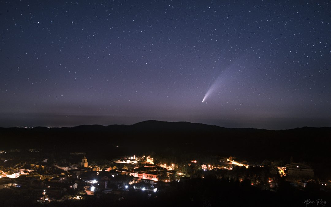 Double tailed Neowise Comet above Prades